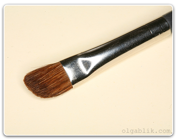 Кисть для растушевки теней MAC 275 Medium Angled Shading Brush