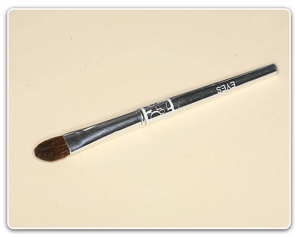 Кисть для растушевки теней Christian Dior Eye Brush