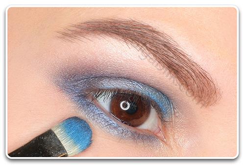 Новогодний макияж с голубыми тенями - пошагово фото-урок