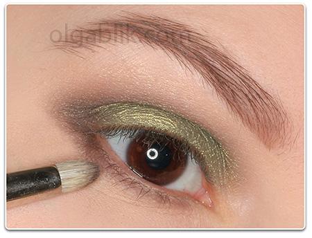Пошаговый макияж для серо-голубых глаз