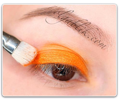 Наносим оранжевые тени