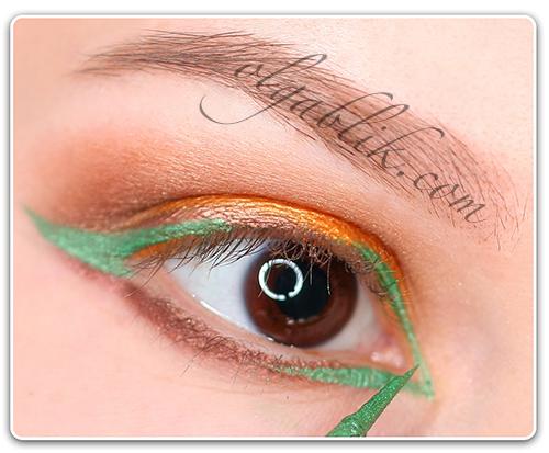 Летний макияж с зеленой подводкой на глазах