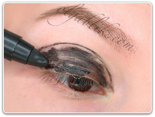 Как наносить карандаш на глаза