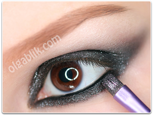 Как сделать макияж с черными блестящими тенями