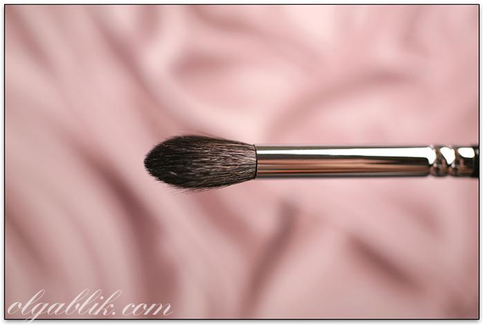 Кисть Zoeva 228 Luxe Crease Brush
