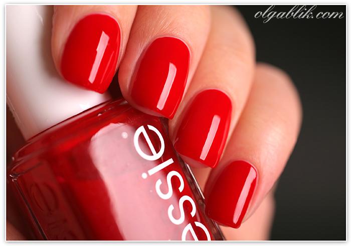 Лучший красный лак для ногтей Essie Aperitif 59