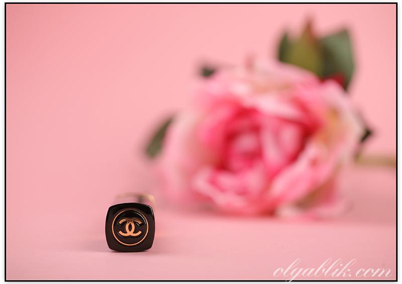 Блеск для губ Chanel Levres Scintillantes Glossimer 46 GIGGLE Review, Photos, Swatches. Фото, Отзывы, Свотчи.