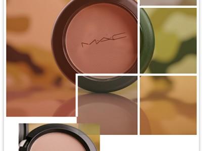Румяна для скульптурирования: MAC Next to Skin Powder Blush.