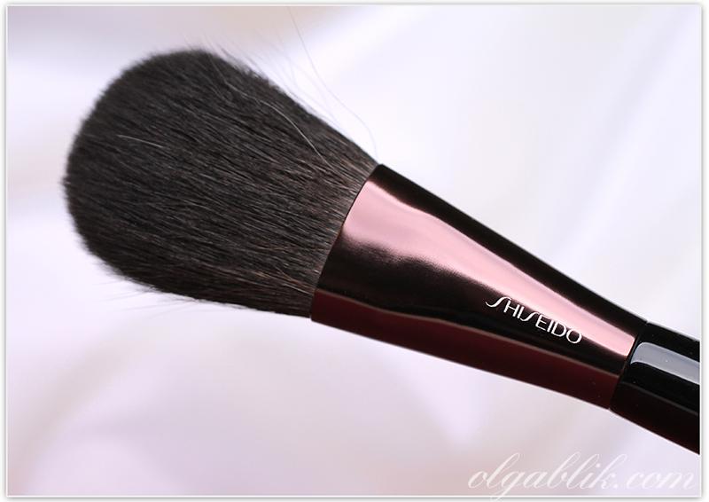 Shiseido The Makeup Powder Brush Review, Photos, Swatches, Отзывы, Кисть для пудры, Шисейдо, Фото