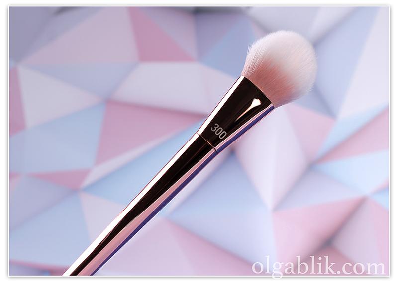 300 Tapered Blush Brush