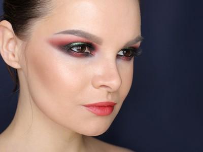 Новогодний макияж: Red smoky eyes make-up look