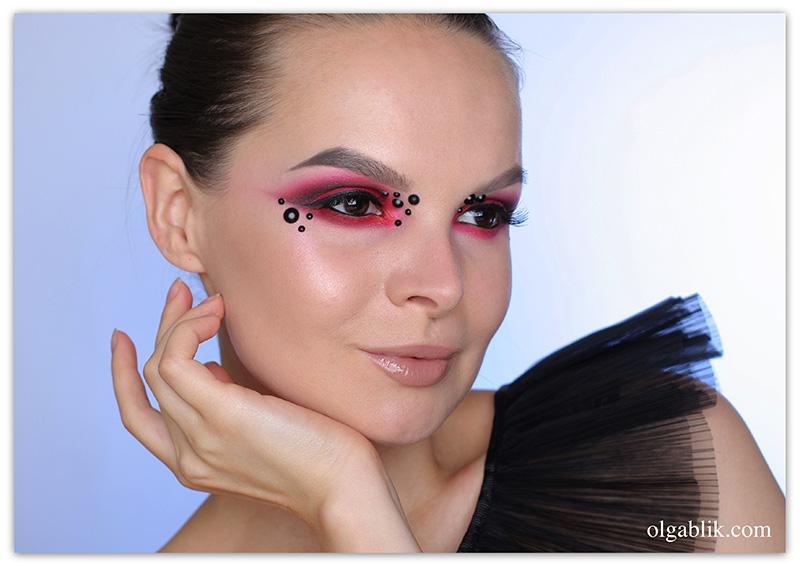Эффектный макияж с красными тенями