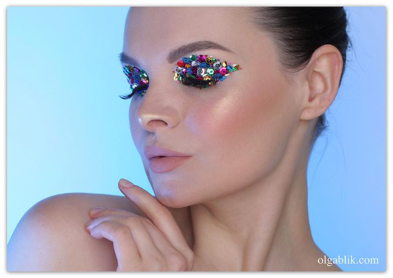 Пайетки в макияже глаз