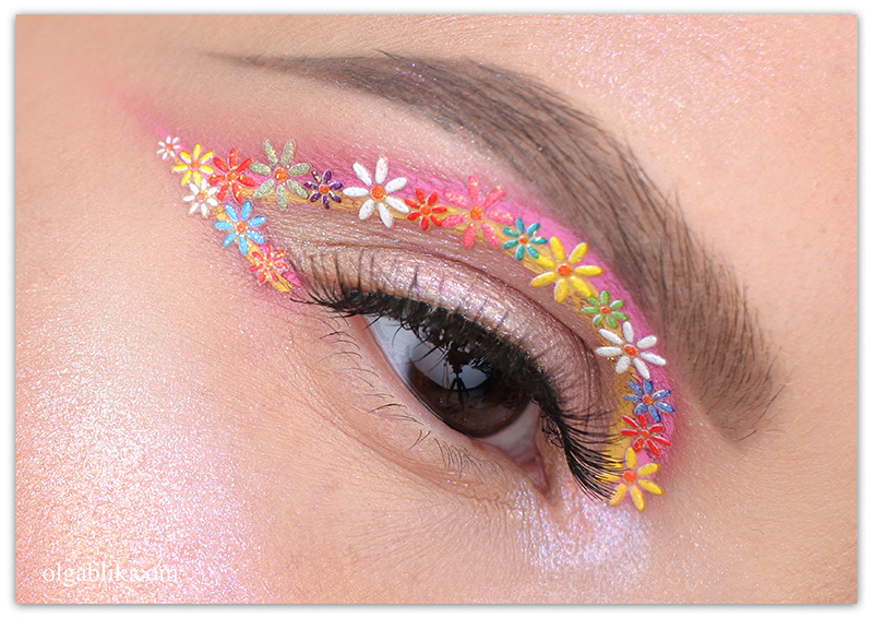 Colorful Floral Eyeliner, макияж с цветами, стрелки, фото