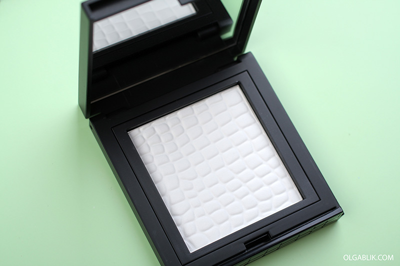 Прозрачная пудра Make Up Store Compact Powder Translucent