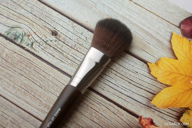Плоская кисть для румян Make Up For Ever #156 Large Flat Blush Brush
