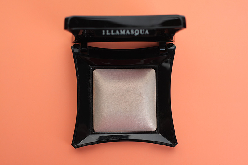 Хайлайтер Illamasqua Beyond Powder OMG - отзывы и свотчи