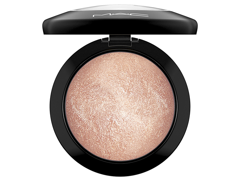Перламутровая пудра MAC Mineralize Skinfinish Soft & Gentle