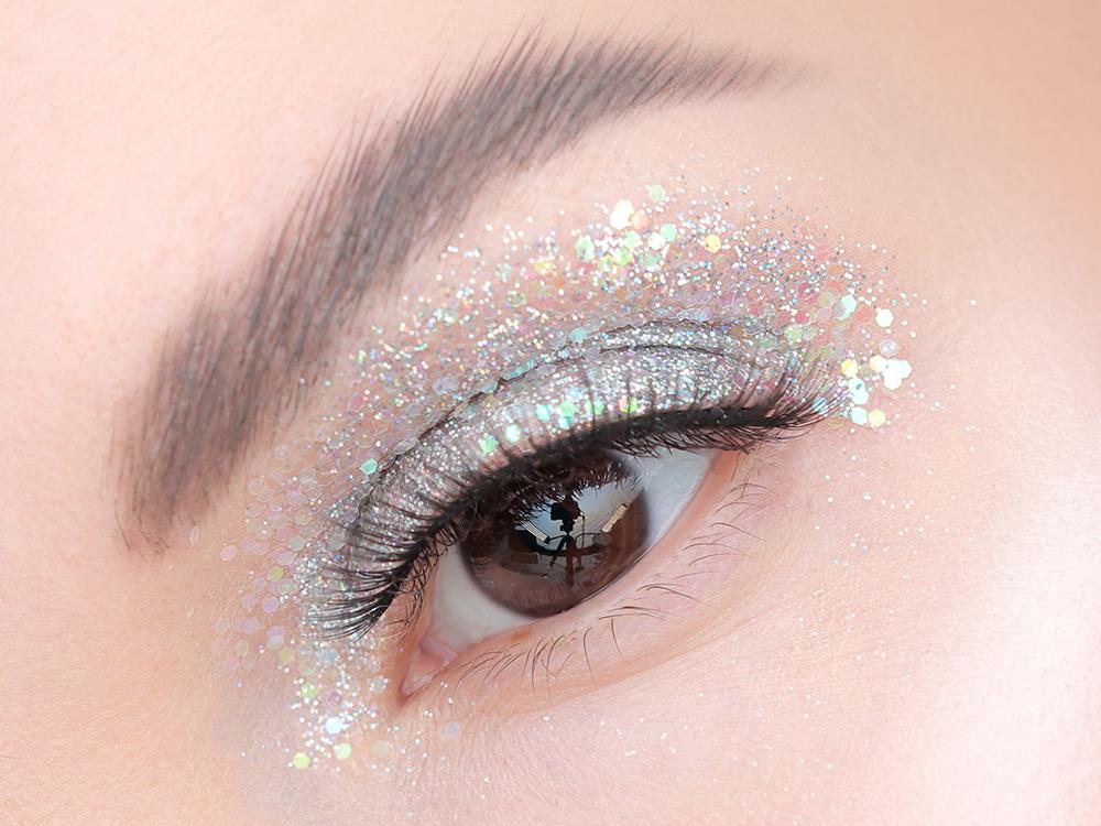 Как наносить блестки на глаза, на что клеить блестки для глаз, глиттер для макияжа глаз