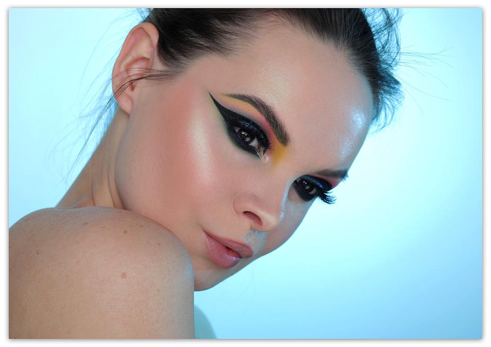Графичные стрелки 2019 - фотографии, что это, макияж глаз