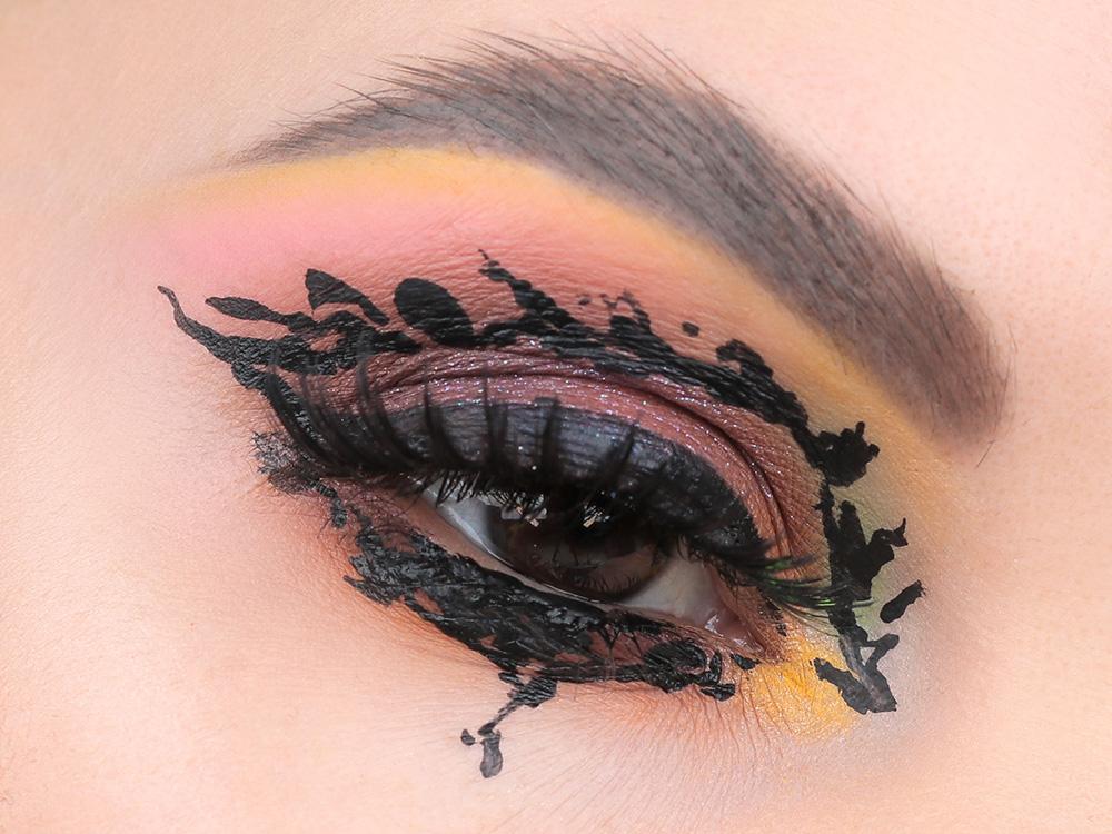 Креативный макияж - стрелки на глазах