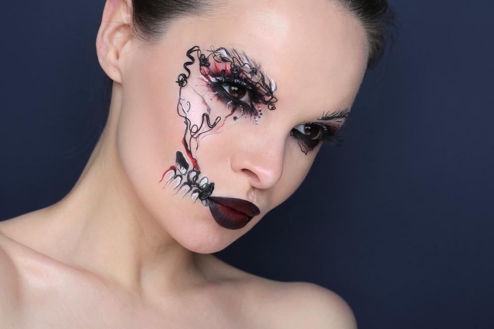 Сдержанный макияж скелета на хэллоуин