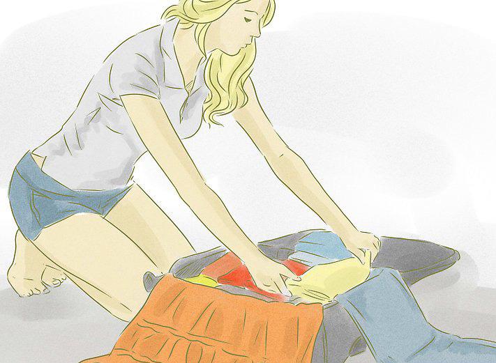 Как правильно сложить косметику в чемодан