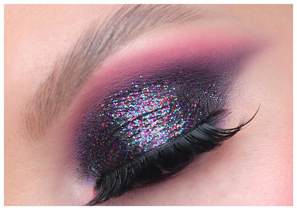 Вечерний макияж с блёстками на глазах - фото