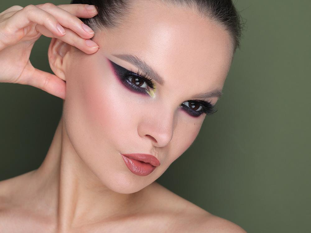 графика в макияже в глаз 2020