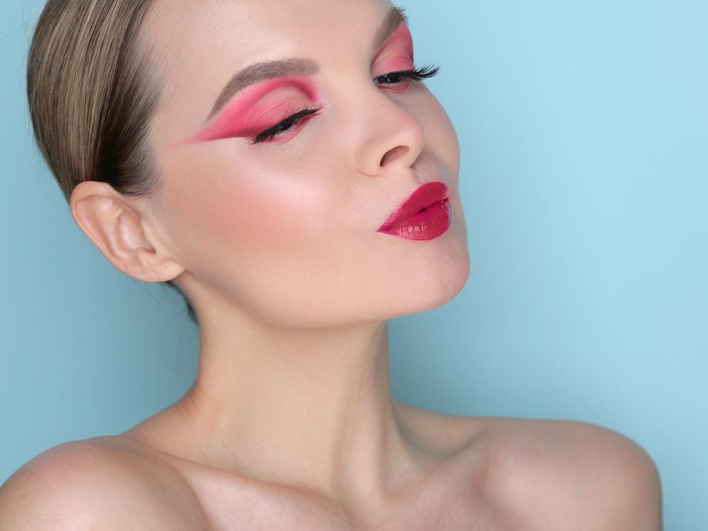 Макияж в розовых оттенках для карих глаз