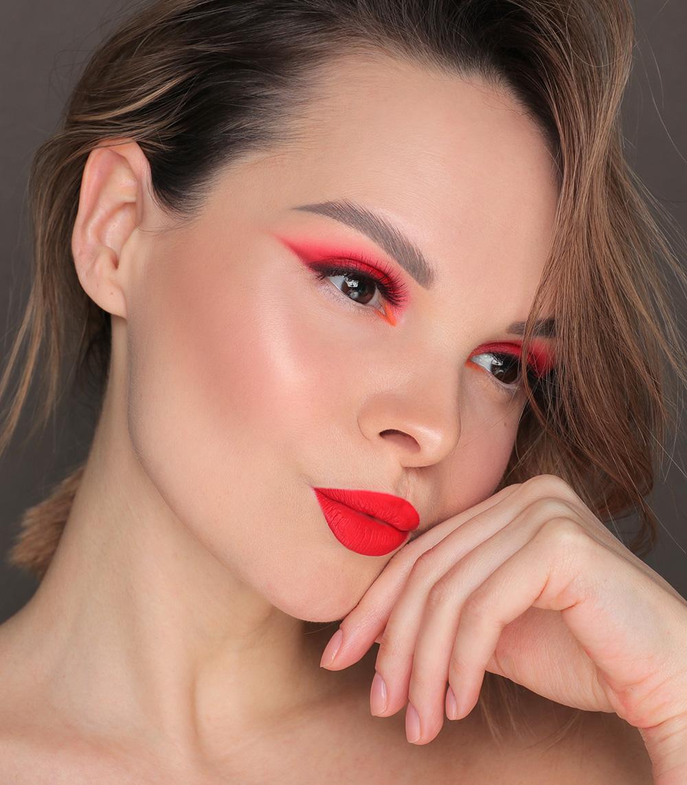 Как научиться сочетать цвета в макияже