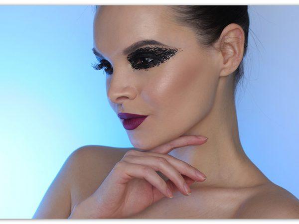 Креативный макияж с жидкой подводкой для глаз