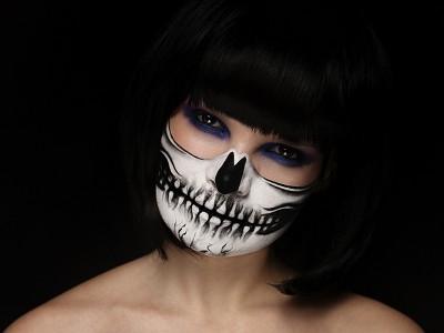 Жуткий грим черепа на лице – макияж на Хэллоуин