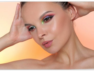 Макияж глаз с хайлайтером Kat Von D Alchemist Holographic Palette