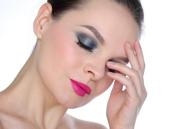 Как красиво нанести серые тени – пошаговый макияж глаз