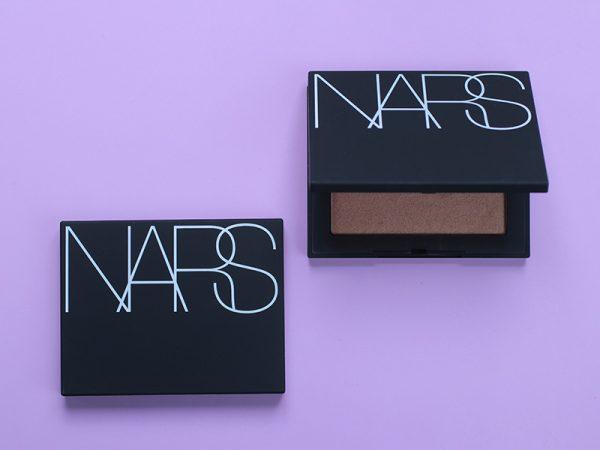 Пудра-хайлайтер NARS Highlighting Blush: отзывы и свотчи