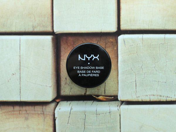 База под тени NYX Eye Shadow Base #05Black: враг макияжа!