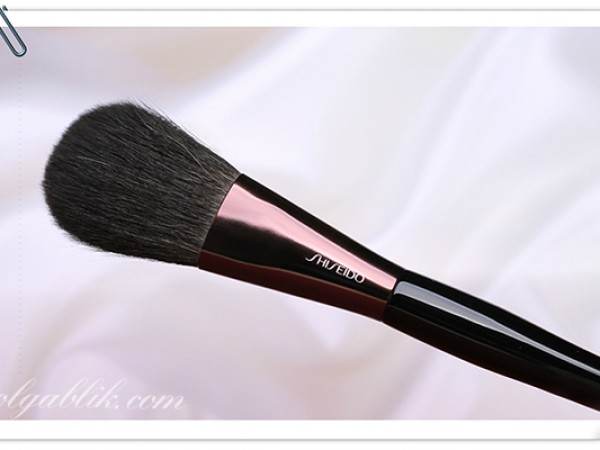 Shiseido The Makeup Powder Brush