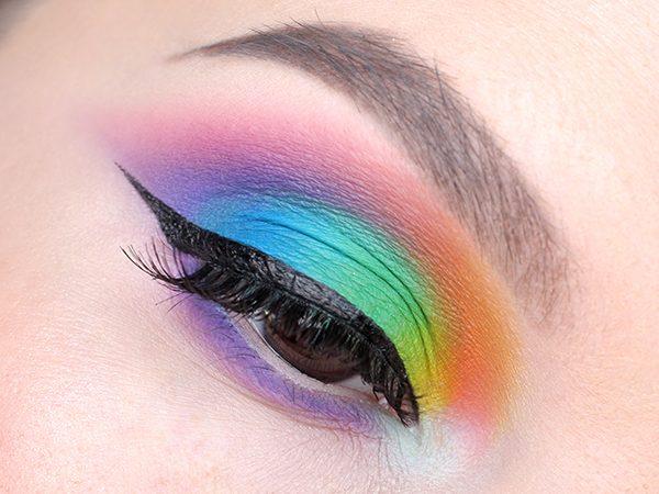 Как красить глаза цветными тенями пошагово