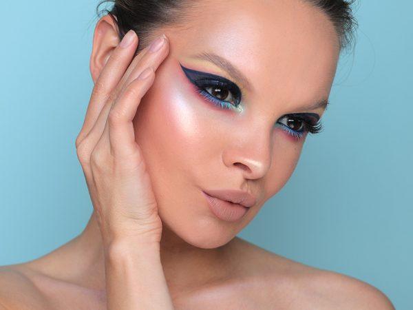 Как сделать макияж с синими тенями: зимний образ