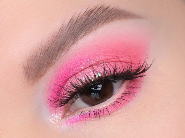 Макияж глаз с розовой палеткой теней
