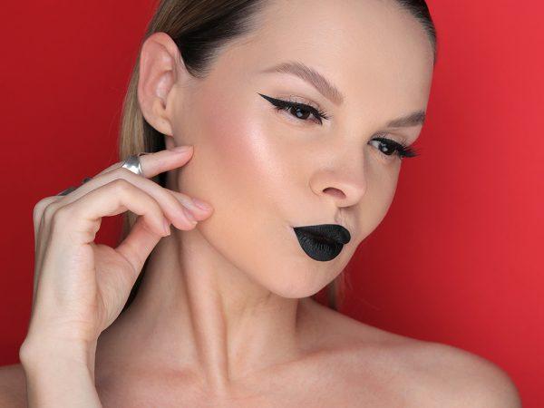 Макияж с черными губами: как выглядеть круто