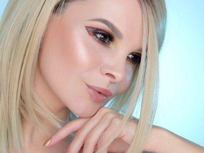 Новогодний макияж с глиттером: страЗный образ!
