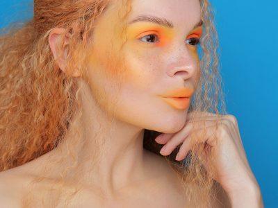Очень яркий макияж: образ дня