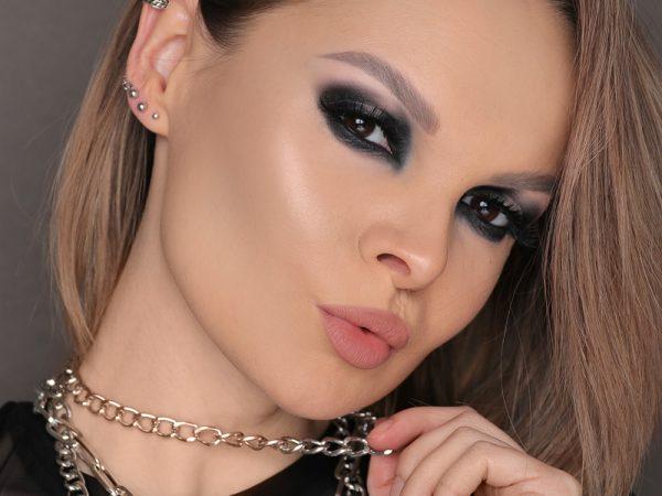 Смоки айс с черными тенями: макияж в стиле гранж 2021