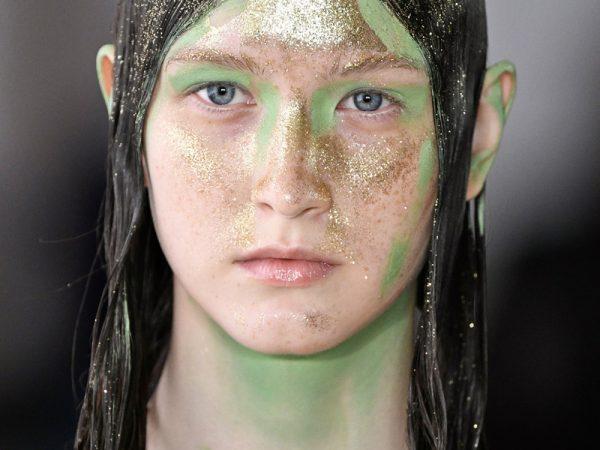 Треш макияж на подиуме: ужасный макияж моделей