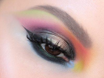Цветной макияж со стрелками – секрет понимания цвета